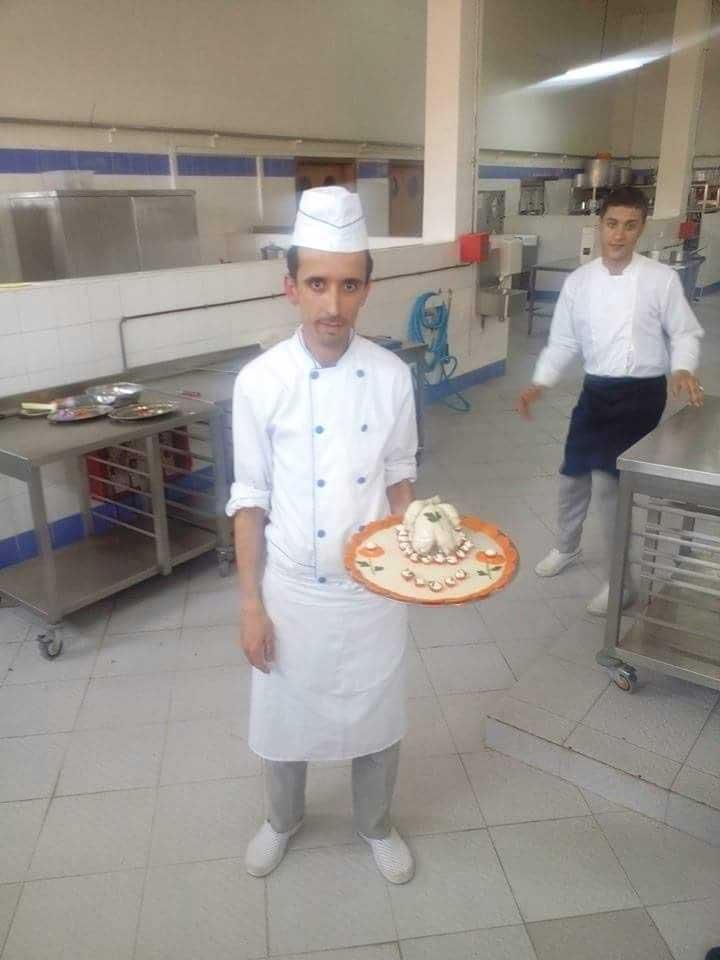 طلب عمل كطباخ او مساعد طباخ
